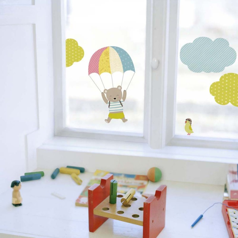 Saut en parachute de petit ours